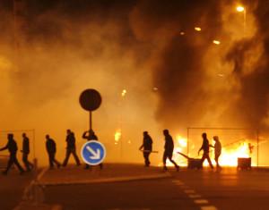3-riots-nella-banlieu-di-parigi