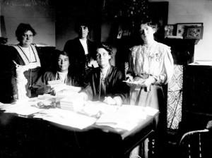 emmeline-pankhurst_and_other_suffragette_leaders_1908