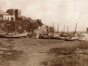 castel-di-tusa_-spiaggia-e-barche-a-dx-la-rocca-8