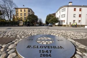 Nova Gorica, Trg Evrope. Meja med Slovenijo in Italijo. Mejnik.