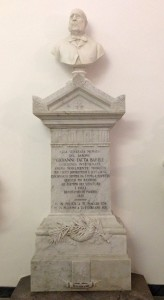 Busto e monumento di Giovanni Fatta Barile nella Chiesa Madre di Polizzi