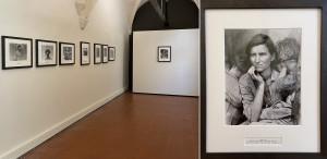 """a sinistra, Dorothea Lange, mostra della collezione """"Dorothea Lange - Les raisins de la colère"""" presso il Museé Reattu; A destra: Dorothea Lange, Madre Migrante, Nipomo, California, 1937, stampa artgentica moderna a partire da negativo original2, c. 1990, don Sam Stourdzé ©The Dorothea Lange Collection, Oakland Museum of California (ph. Giuseppe Sinatra)"""