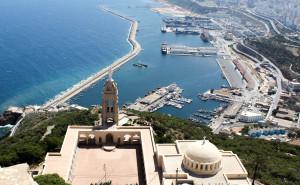 Chiesa di Santa Cruz presso Oran. Sullo sfondo il porto della città algerina