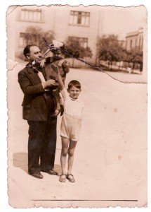 Insieme al padre Rocco e alla sorella Lina, 1938 ca.